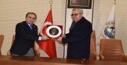 Emekli olan Keşan Belediye Başkan Yardımcısı Mustafa Altay'a plaket verildi